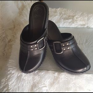 NWOT: Nurture Black Clogs Mules 7M Leather Upper